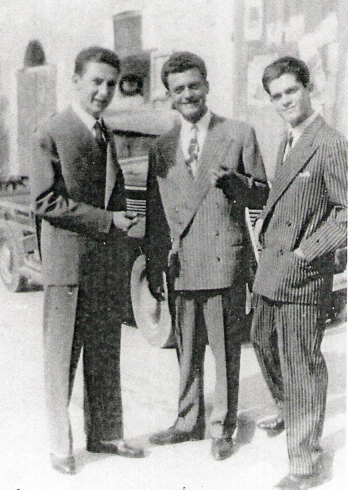 Adriano, al centro, con Umberto, a sinistra, e Lorenzo a destra