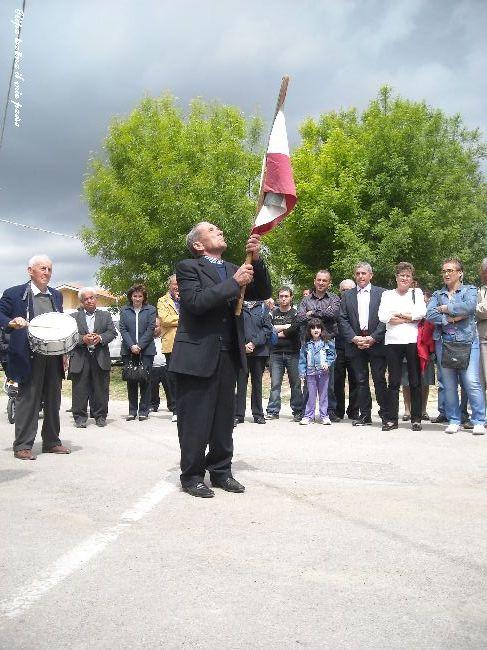 """Lo """"storico"""" menatore di bandiera, Valente Luigi, volge la supplica al Santo"""