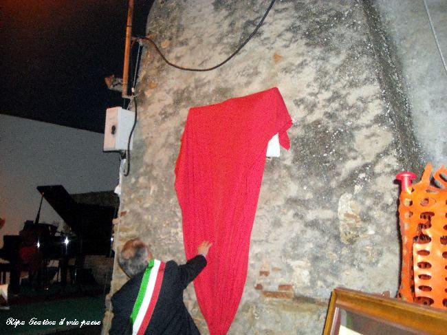 Rucci Ignazio scopre la lapide a ricordo dei 1000 anni