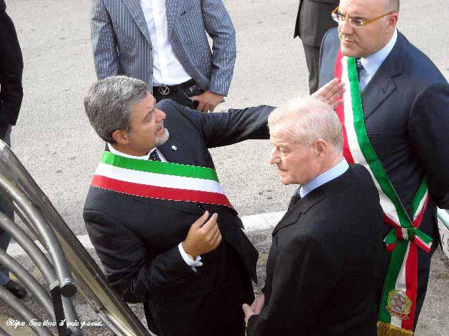 Il Sindaco Petricci con il Prefetto dr. Vincenzo Greco e il Sindaco di Cheti Umberto Di Primio, nostro concittadino.