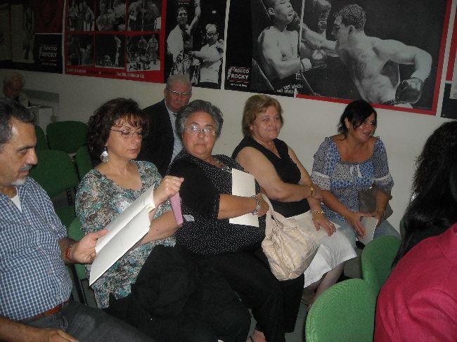 I poeti partecipanti al concorso attendono il loro turno per la declamazione poetica