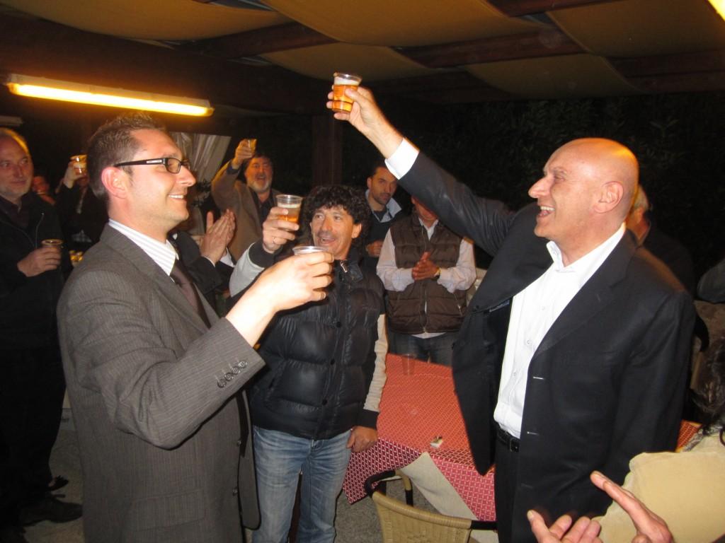 Immagini delle ultime battute elettorali nella lista di Andrea Patriarca che brinda con il Senatore Mascitelli.